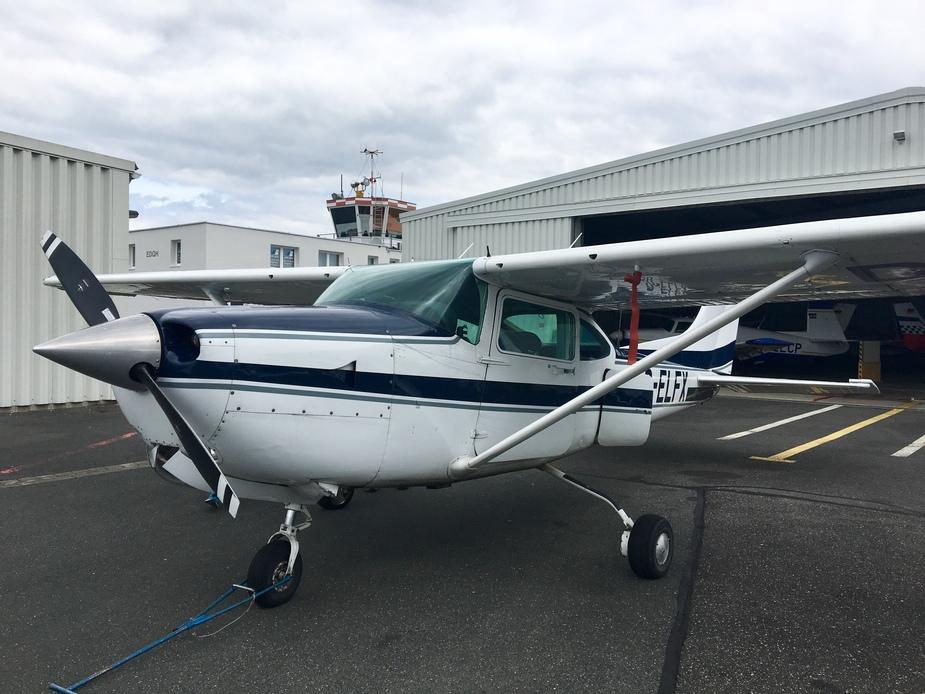 Aircraft - Cessna C182 Skylane RG (R182)